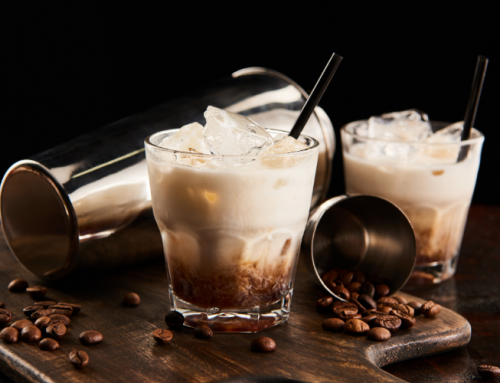 Make a White Russian cocktail at home
